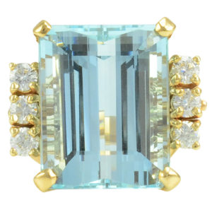 17.91 Carat Aquamarine Ring With Diamonds