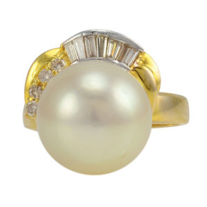 Yellow Gold Pearl Ring With Diamonds